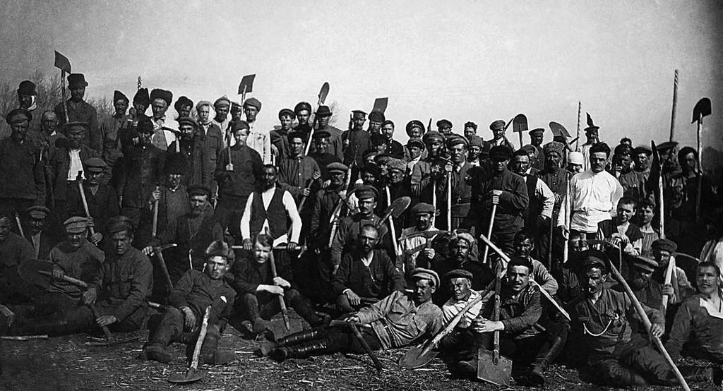 Travail de la tourbe lors d'un soubbotnik, 1920