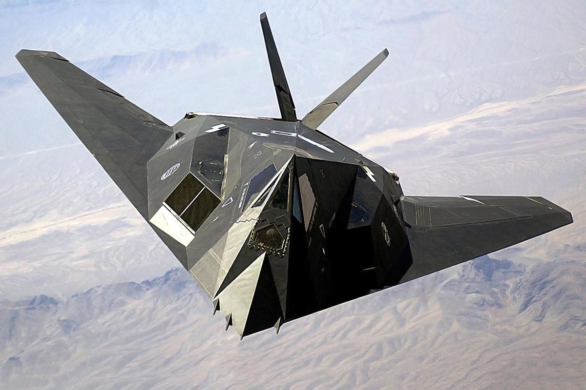 Un aereo da combattimento Stealth F-117A Nighthawk dell'US Air Force