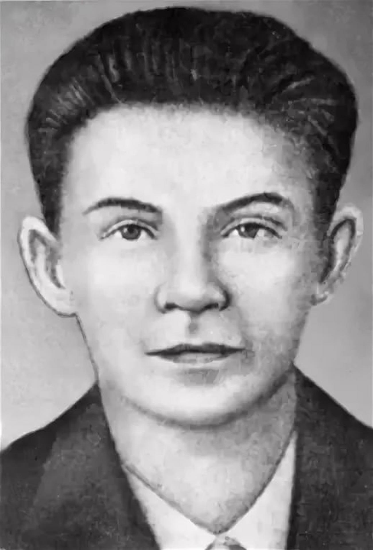 Херој Совјетског Савеза В. И. Јермак. 19.07.1943. својим телом је затворио пушкарницу непријатељског бункера.