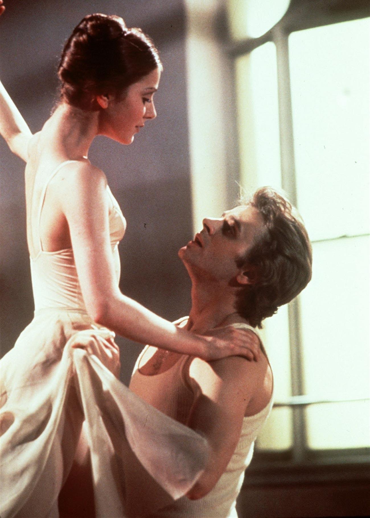 Mikhaïl Barychnikov avec la danseuse de ballet et une actrice américaine Leslie Browne