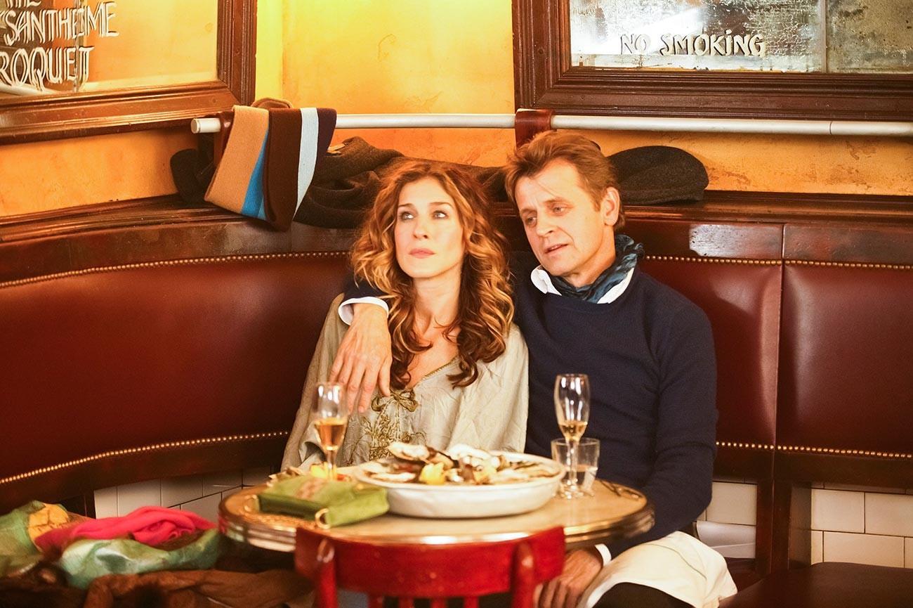 Sarah Jessica Parker et Mikhaïl Barychnikov dans la série télévisée Sex and the City