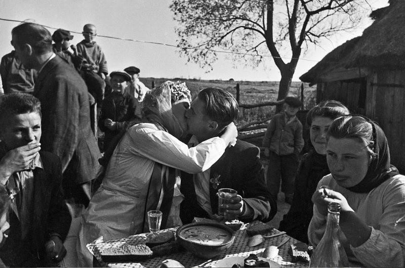 Nouveaux mariés soviétiques Maroussia et Vassili Makarenko, 1950