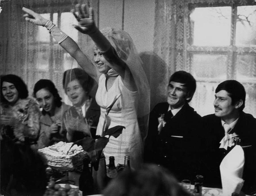 Célébration d'un mariage dans les années 1970