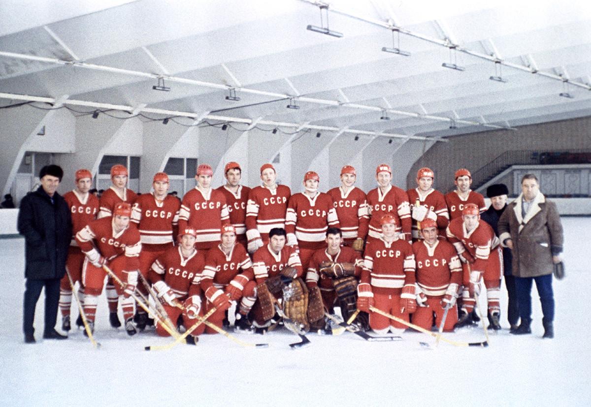 La squadra nazionale di hockey dell'URSS, campione del mondo nel 1971
