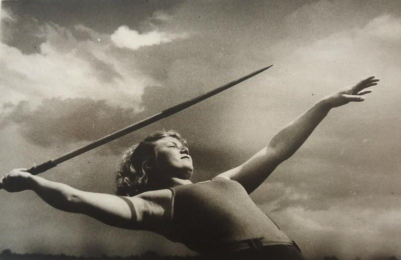 槍投げ選手、1937年
