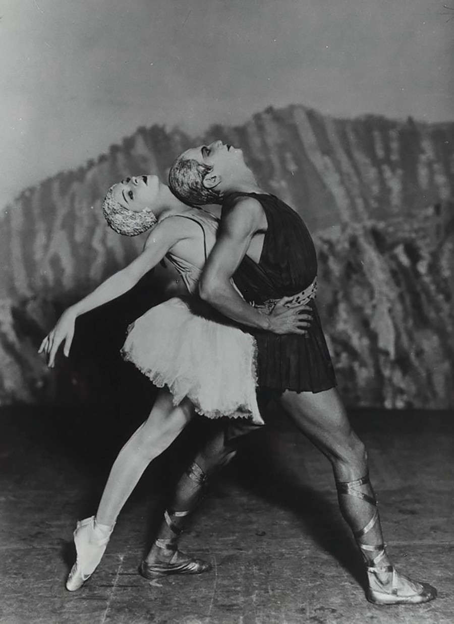 Aleksandra Danilova e Serge Lifar em 'Apollo'