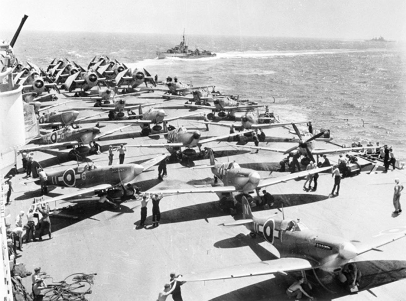 Авиони на палуби носача авиона Implacable.