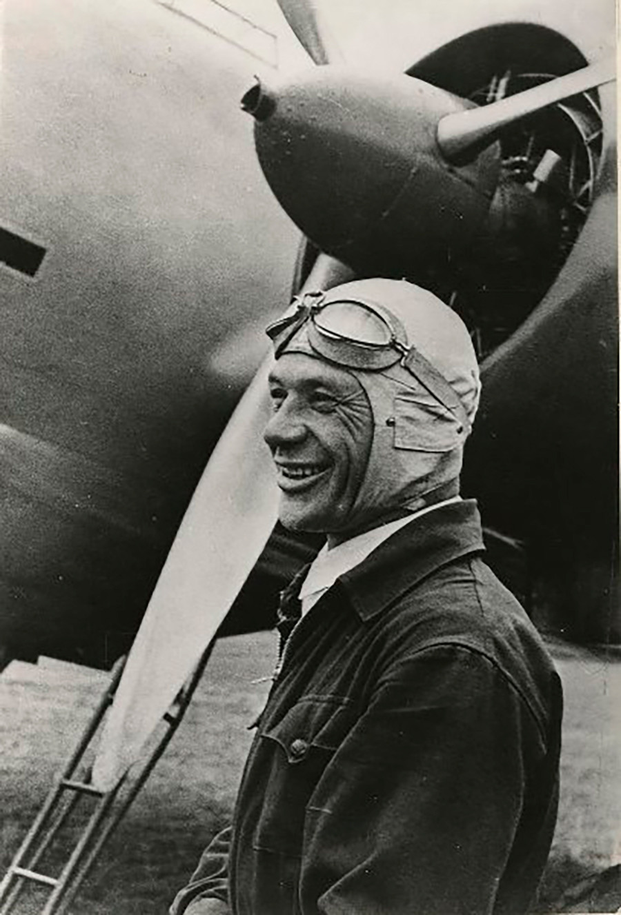 Le pilote d'essai soviétique Vladimir Kokkinaki, 1937