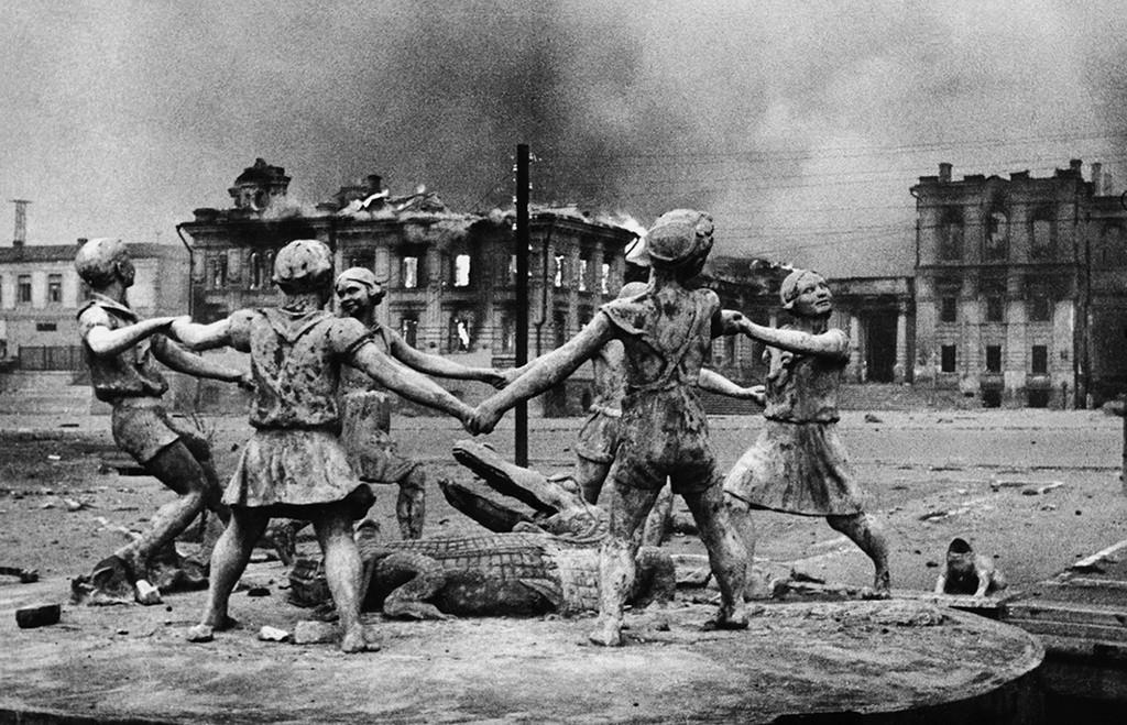 Fontaine «La ronde des enfants» dans la ville de Stalingrad (aujourd'hui Volgograd)