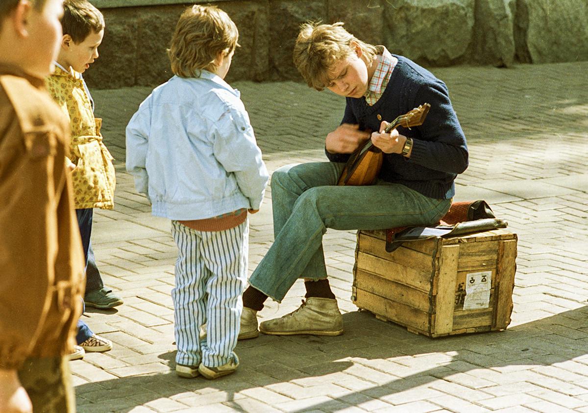 Un musicien de rue à Moscou