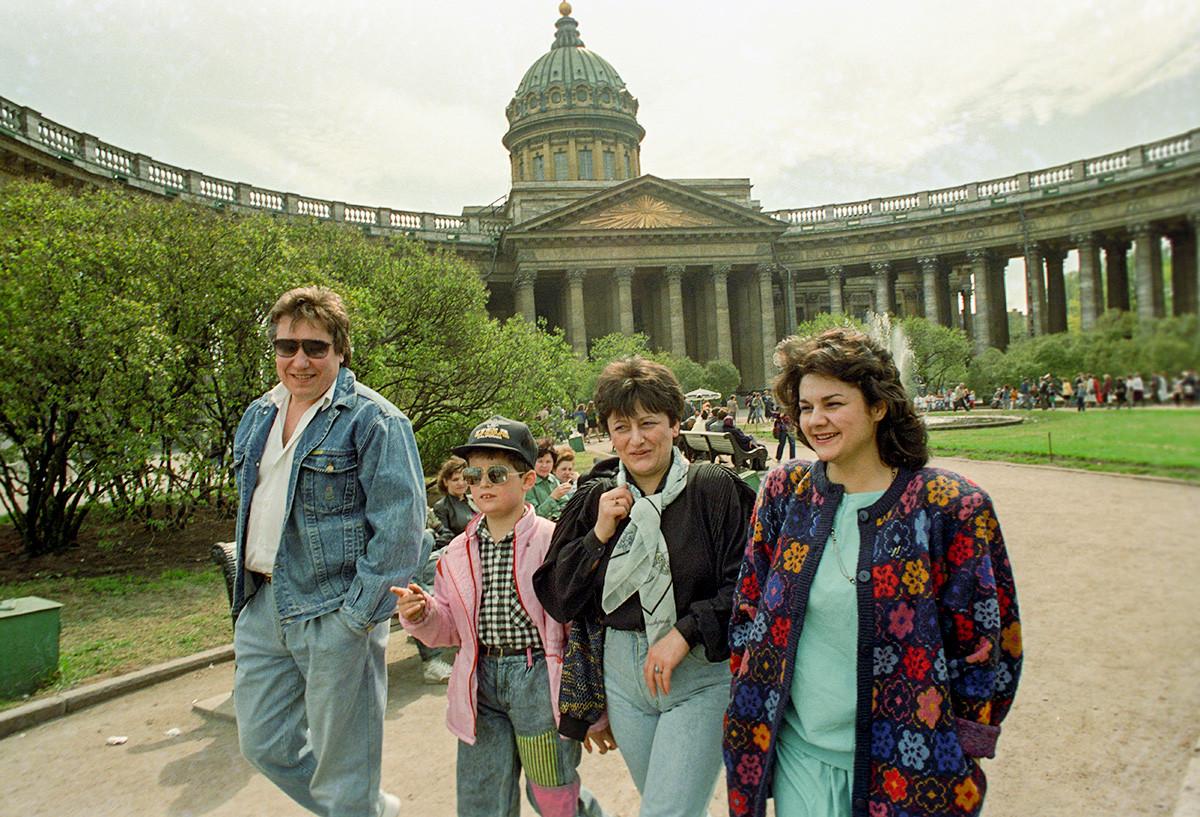 Flâneurs à Saint-Pétersbourg