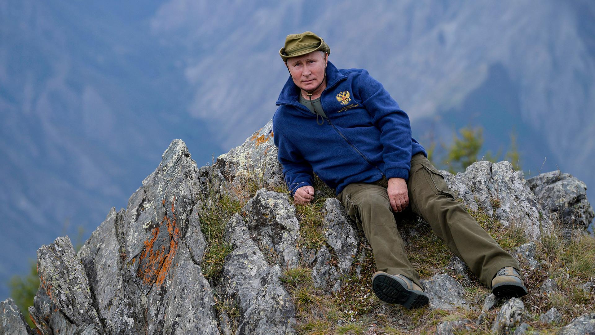 Presiden Rusia Vladimir Putin ketika tengah berlibur di taiga Siberia, Rusia, 7 Oktober 2019.