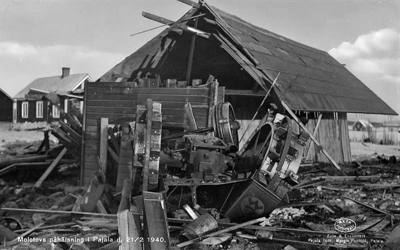 Le macerie nel villaggio svedese di Pajala dopo il bombardamento sovietico