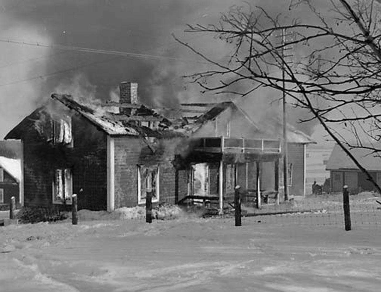 Case in rovina a Pajala dopo il bombardamento sovietico