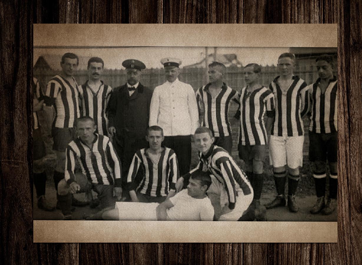 Петр Соколов первый слева в верхнем ряду