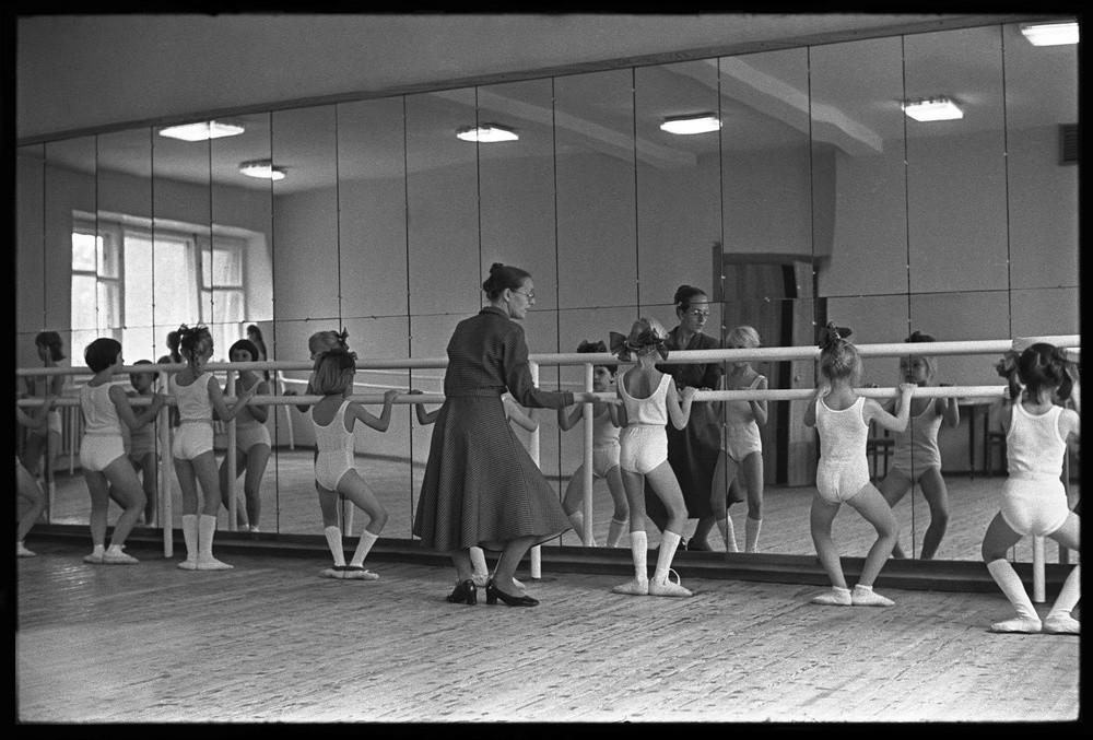 Ragazze durante una lezione di danza