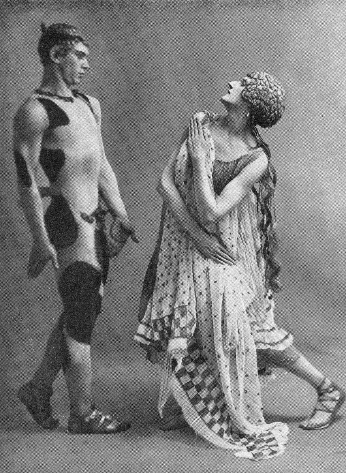 ヴァーツラフ・ニジンスキー(左)とダンスパートナー、1912年