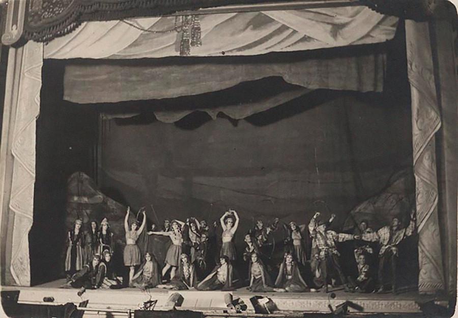 『イーゴリ公』の公演、1923年