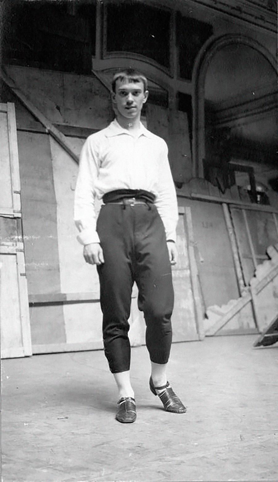 Nijinski répétant au théâtre du Palais du Soleil