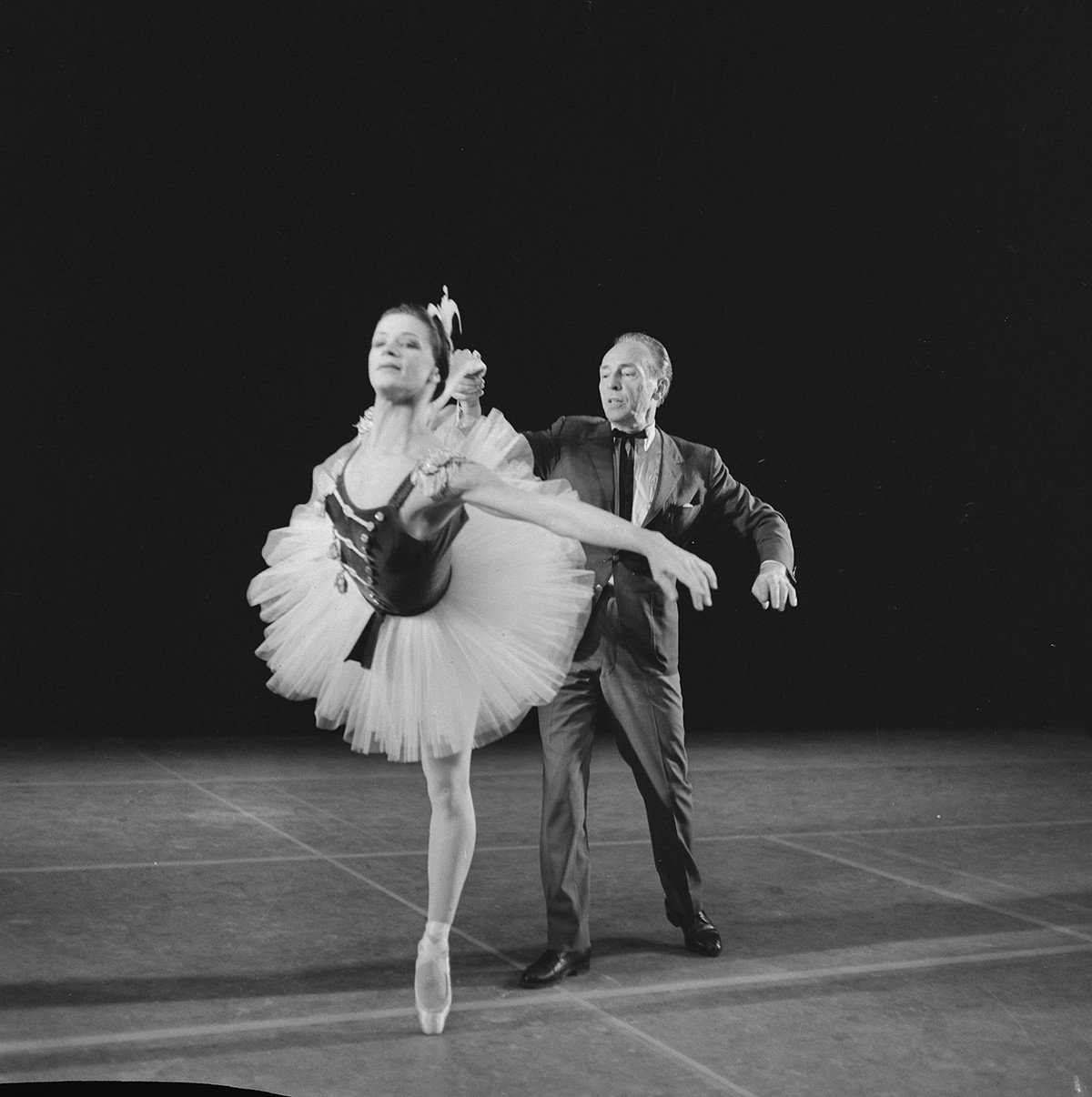 George Balanchine avec la troupe du ballet de New York en tournée à Amsterdam