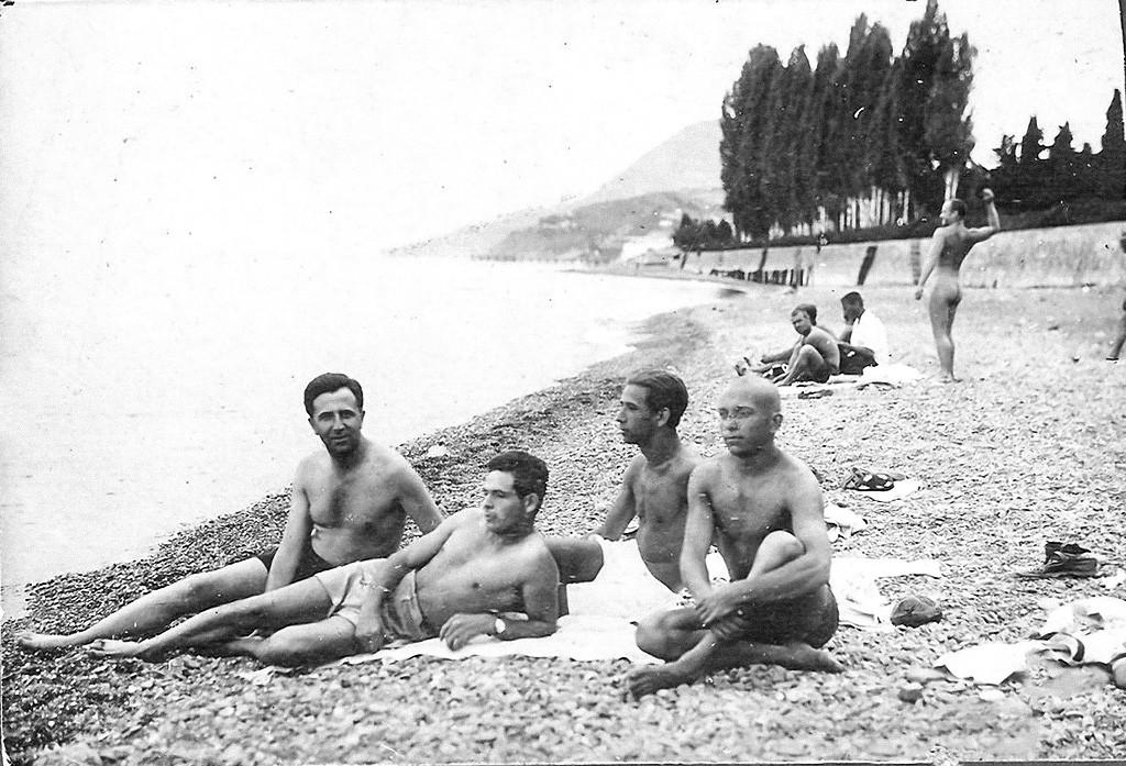 Fabrikarbeiter, die sich im Urlaub auf der Krim entspannen, 1928.
