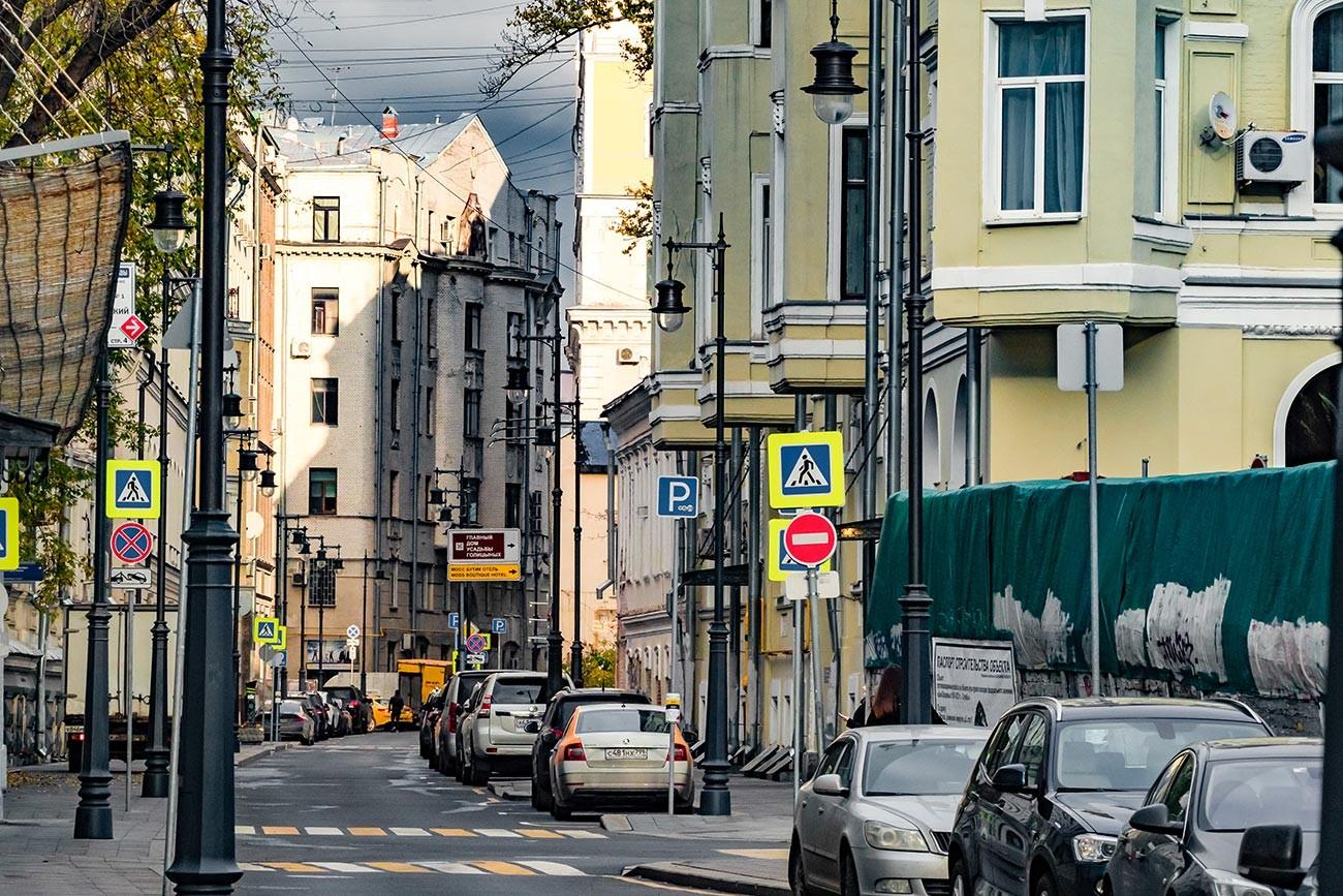 Кривоколени переулок (сокак) (Кривоколенный переулок), Москва, Русија.