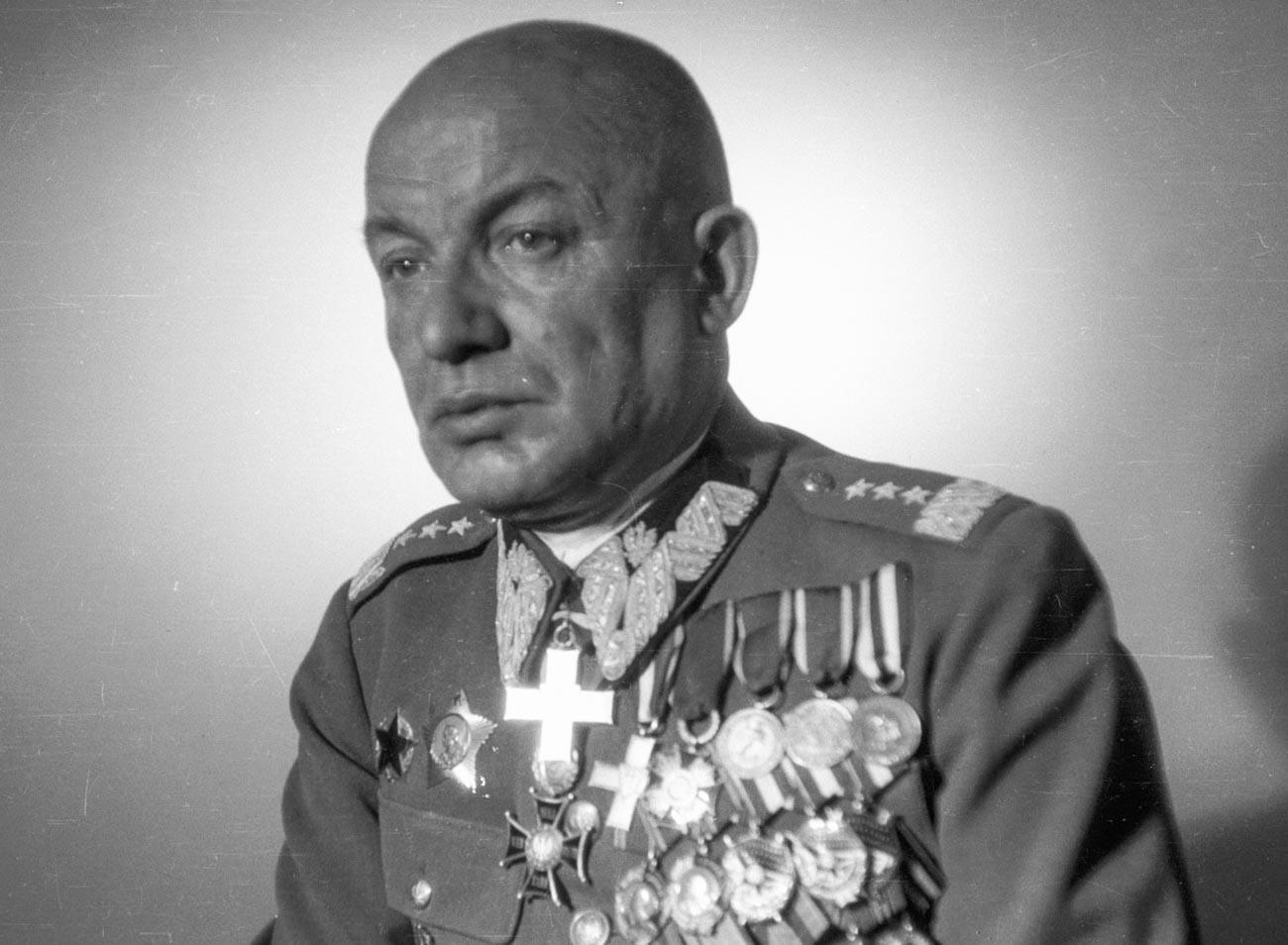 Generał Karol Świerczewski.