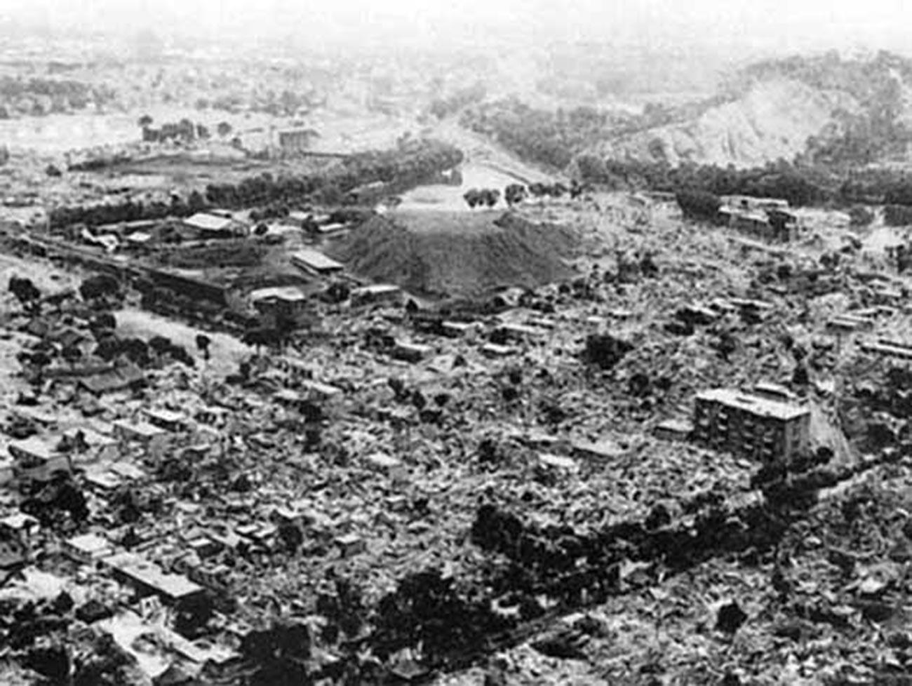 地震の被害を受けたアシガバート
