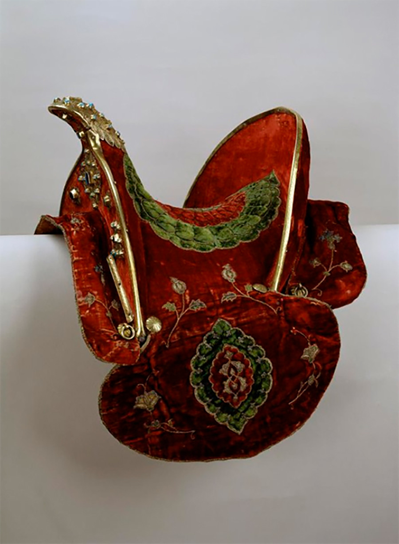 Selle de hussard, XVIe siècle. Un cadeau du roi de Pologne Sigismond III au tsar Boris Godounov