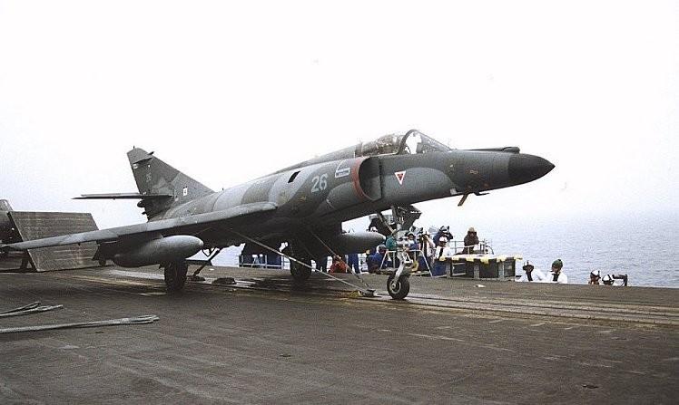 Avião Super Étendard, modelo utilizado pela Força Aérea Argentina nas Malvinas