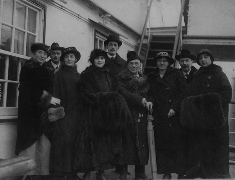 Choreograf Enrico Cecchetti (Mitte) und Ballets Russes in New York, 1916.