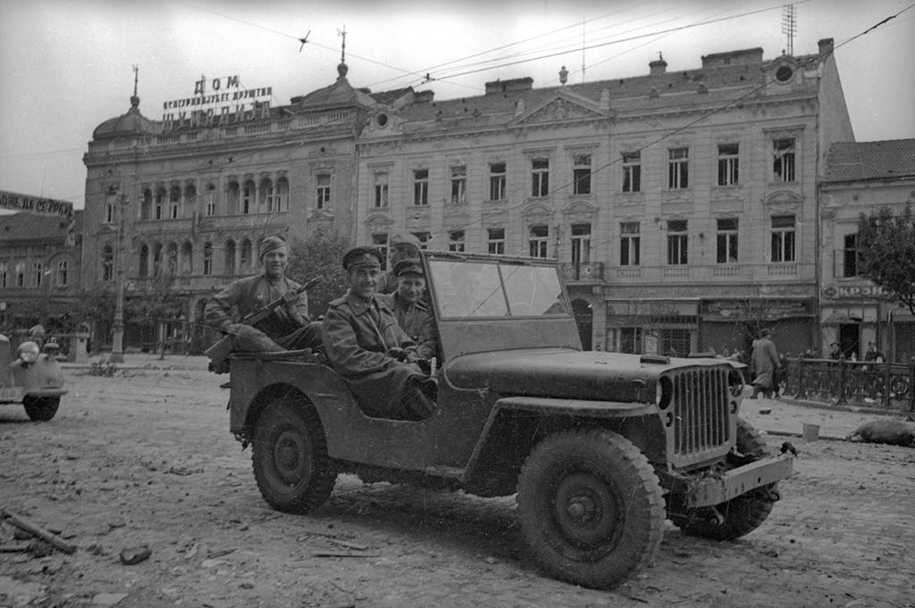 ソビエト空軍司令官ウラジーミル・スジェーツ
