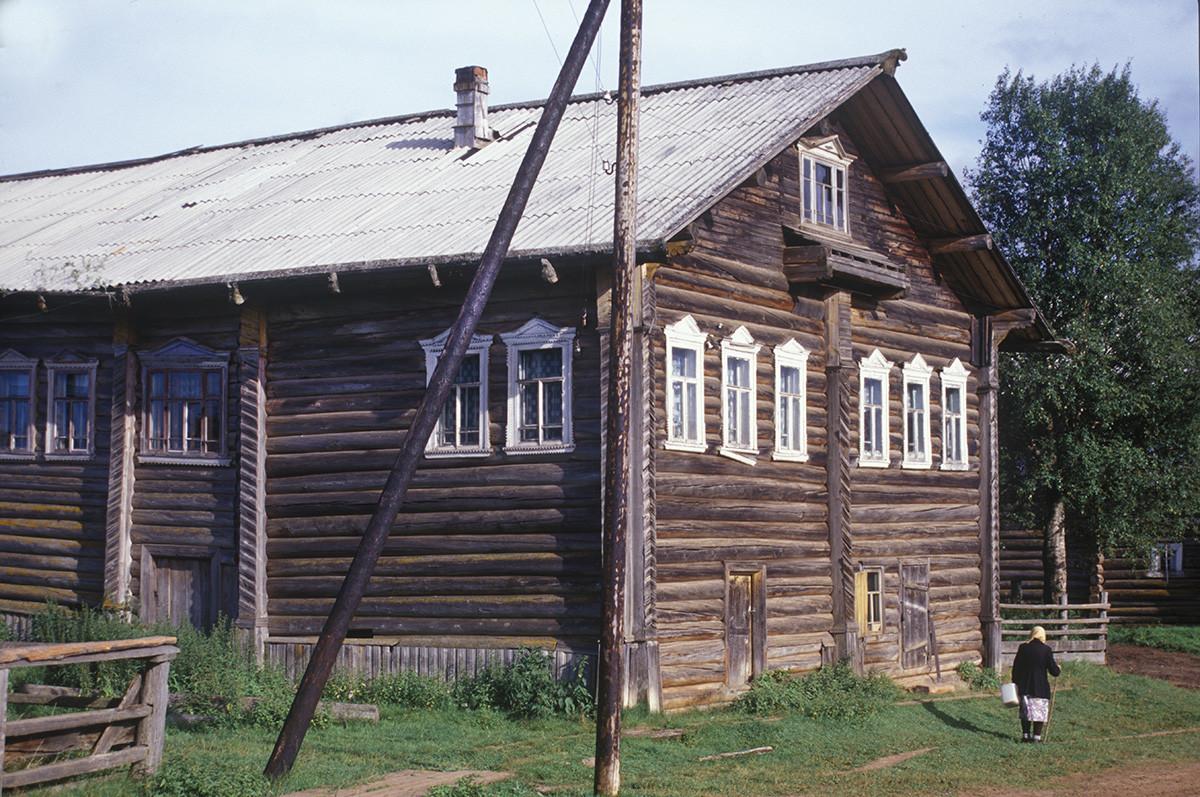 Kimzha. Deryagin house. August 2, 2000