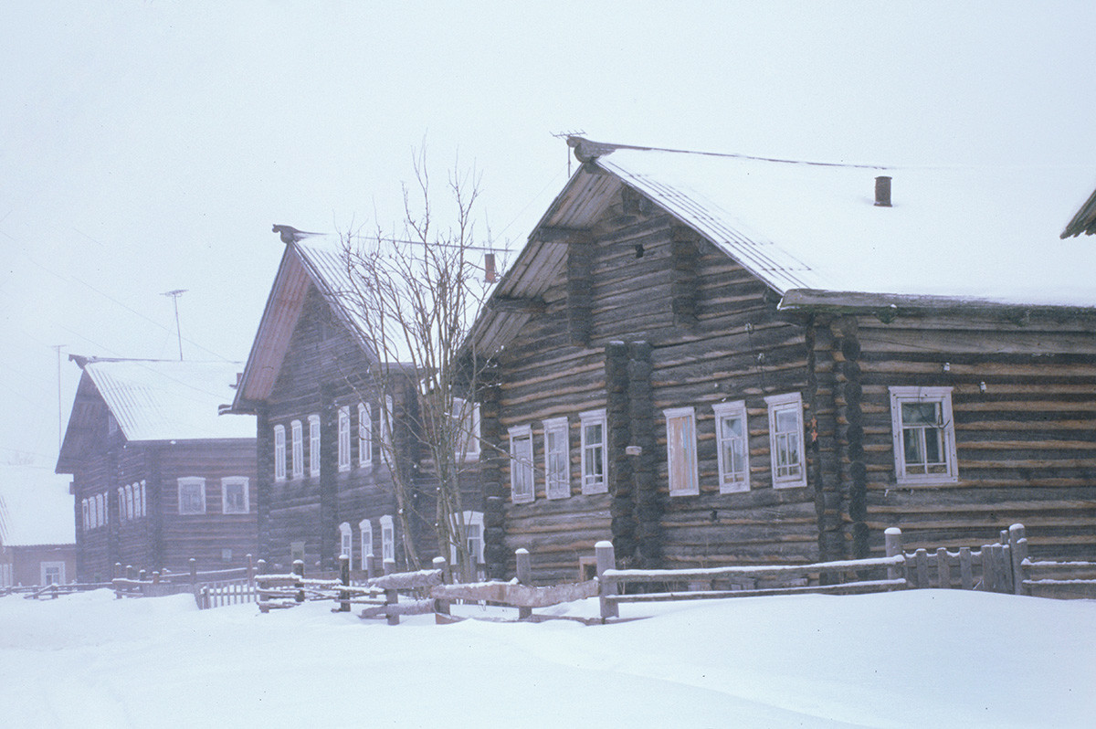 Kimzha. Log houses in snowstorm. March 7, 2000