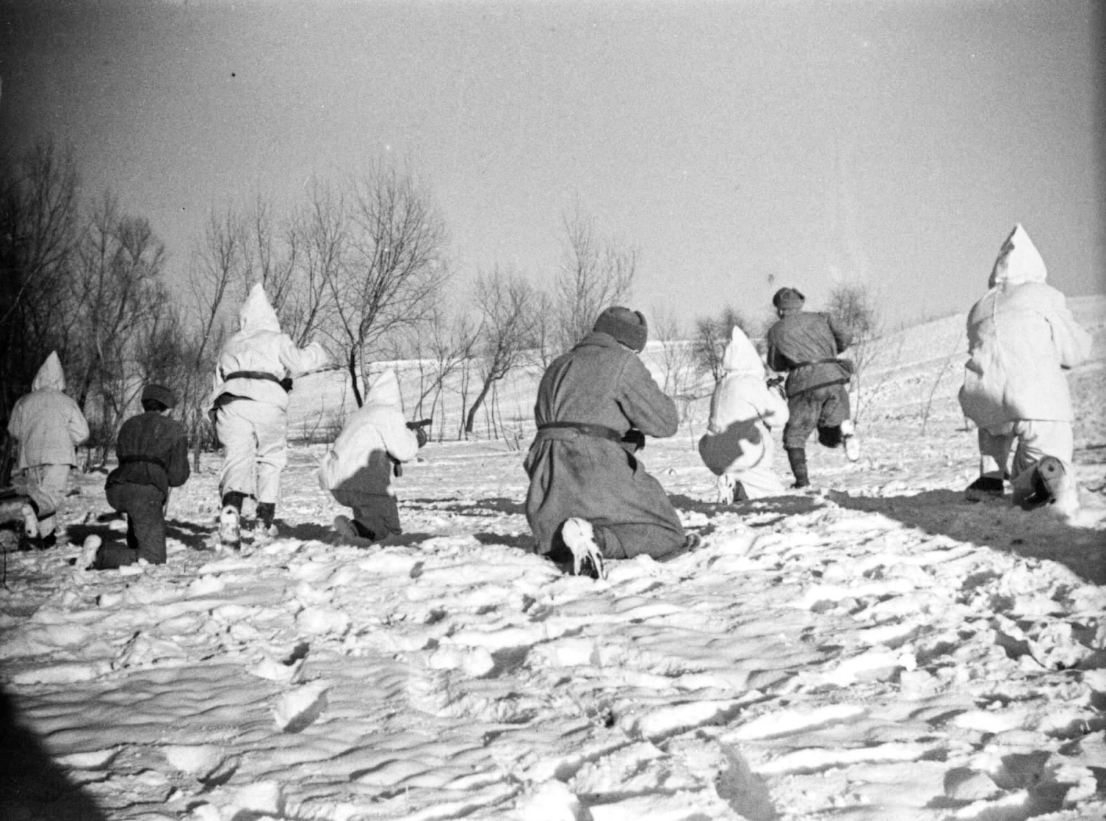Des soldats sous le commandement de l'officier Volkov combattent dans les environs de Budapest