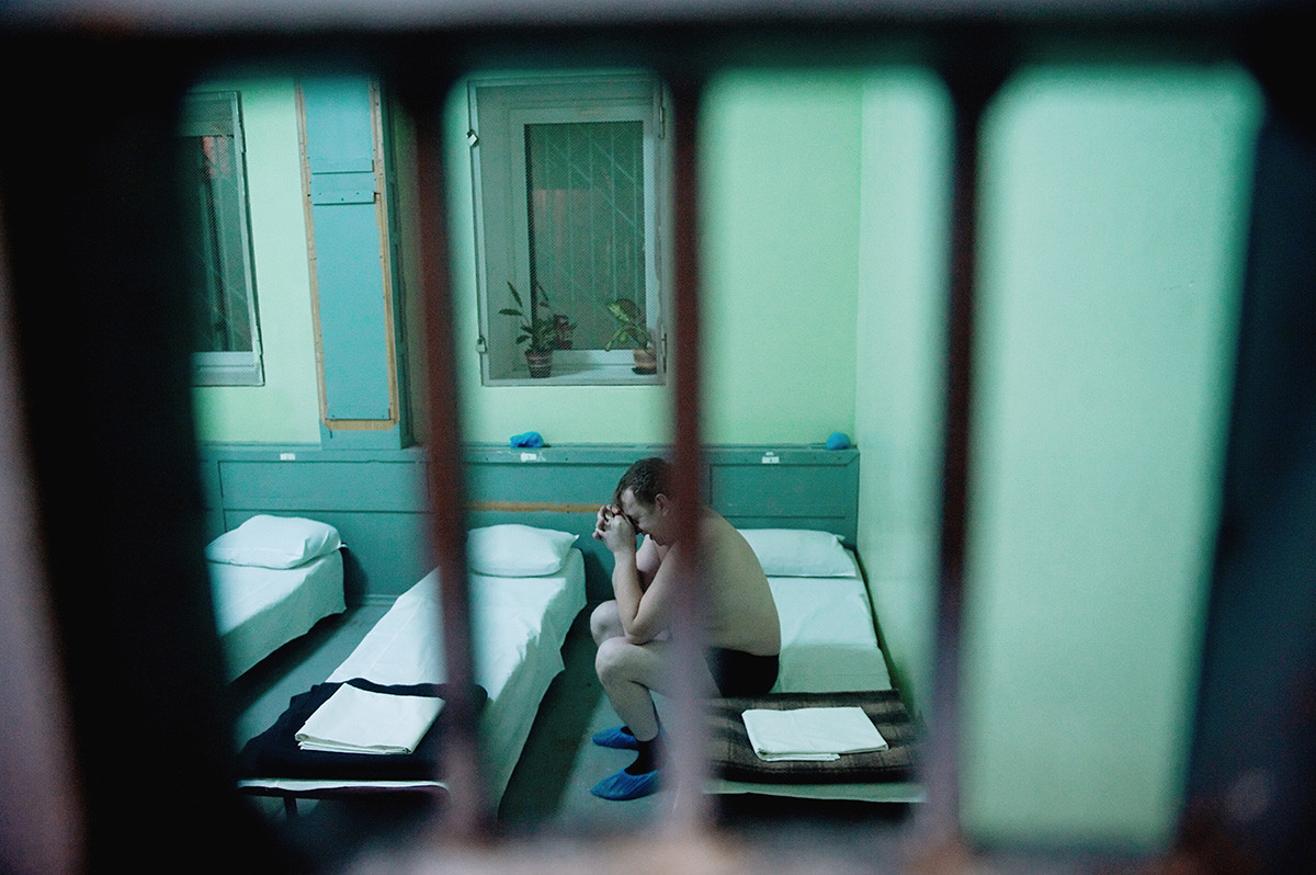 A patient at the medical detoxification center of the Khimki Department of Internal Affairs of the Moscow Region