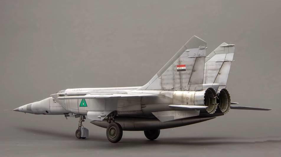 Modelo a escala de MiG-25 con los colores de la Fuerza Aérea Iraquí.