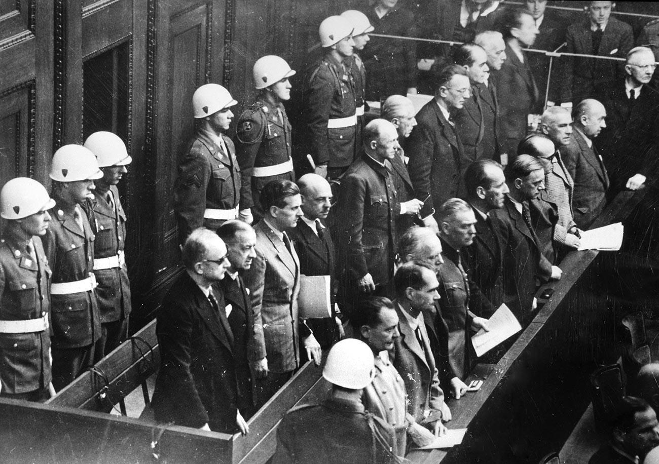 Pengadilan Nuremberg  — serangkaian pengadilan militer yang diadakan setelah Perang Dunia II oleh pasukan Sekutu di bawah hukum internasional dan hukum perang.