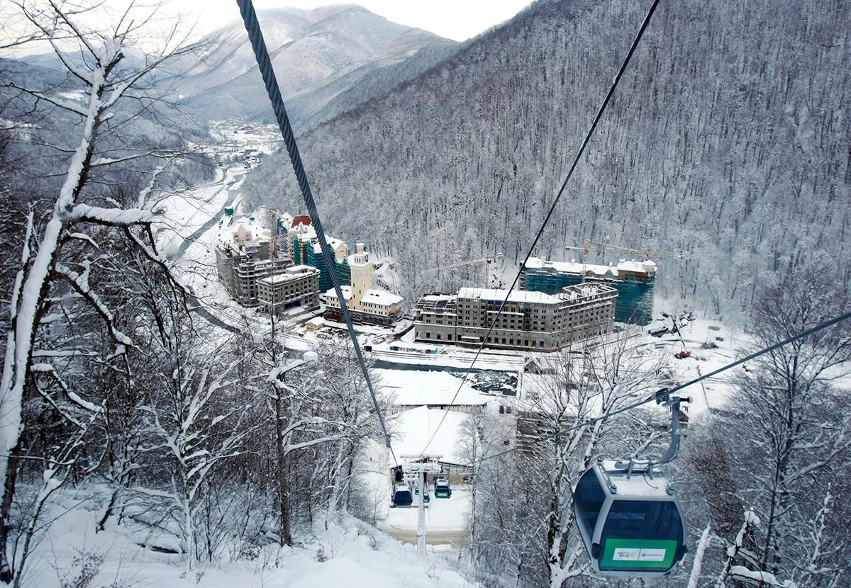 2014年冬季五輪開催前のソチの山リゾート地ローザ・フートル