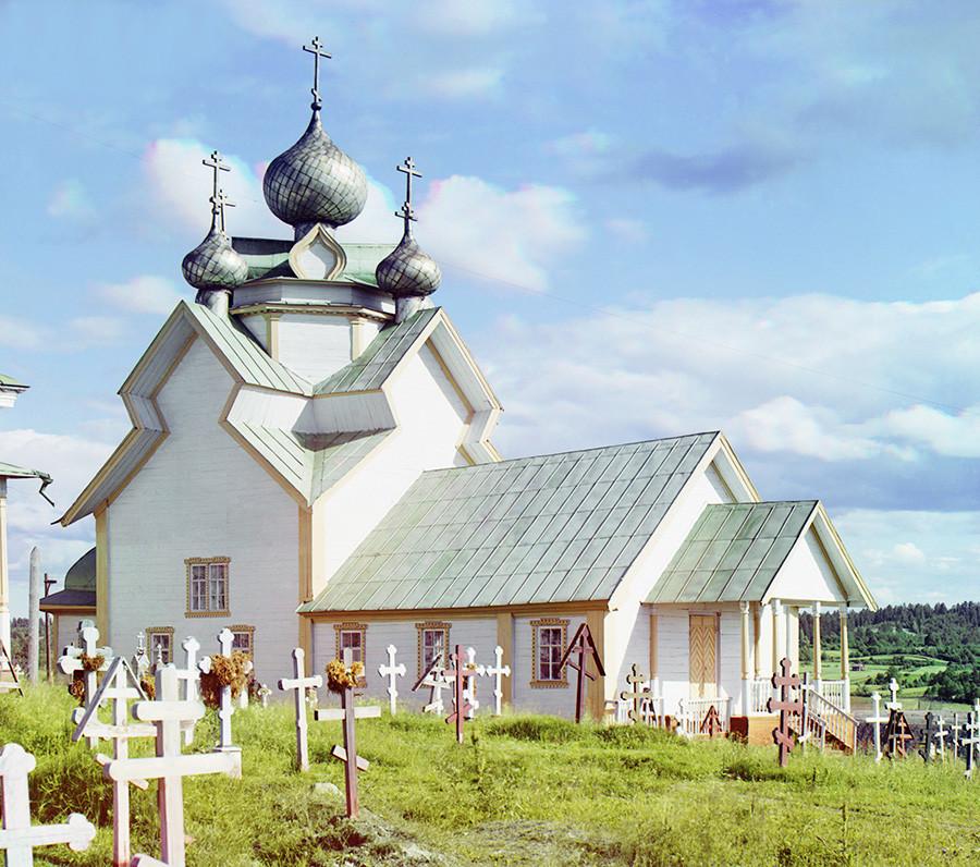Vas Devjatini. Cerkev Marijinega vnebovzetja, pogled na severozahodni del. Leta 1984 jo je uničil požar. Poletje 1909