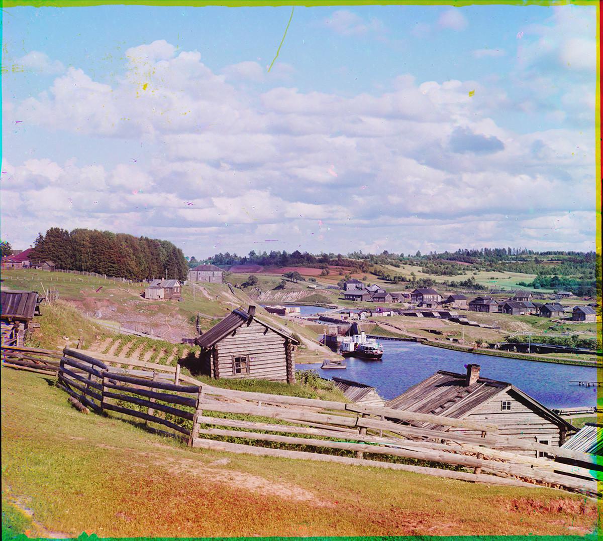 Devjatini. Služba za prevoz vrtov in lop (ni ohranjena). Pogled proti reki Vitegra in jezu sv. Pavla. (Ta del kanala je bil v sovjetskem obdobju preusmerjen in preimenovan.) Poletje 1909