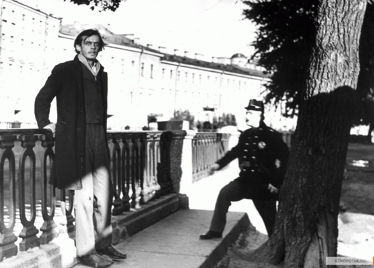 """Gueórgui Taratórkin como Rodiôn Raskólnikov em """"Crime e Castigo""""."""
