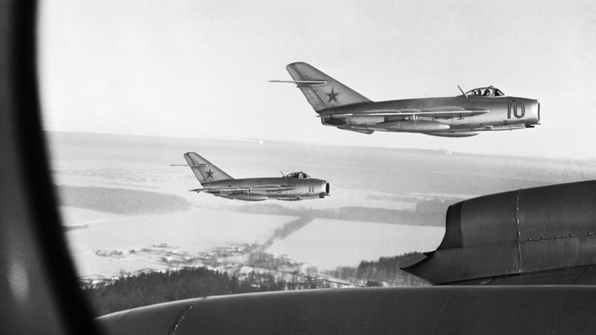 El MiG-15, primer caza a reacción diseñado para la URSS por la Oficina de Diseño Mikoián-Gurévich.