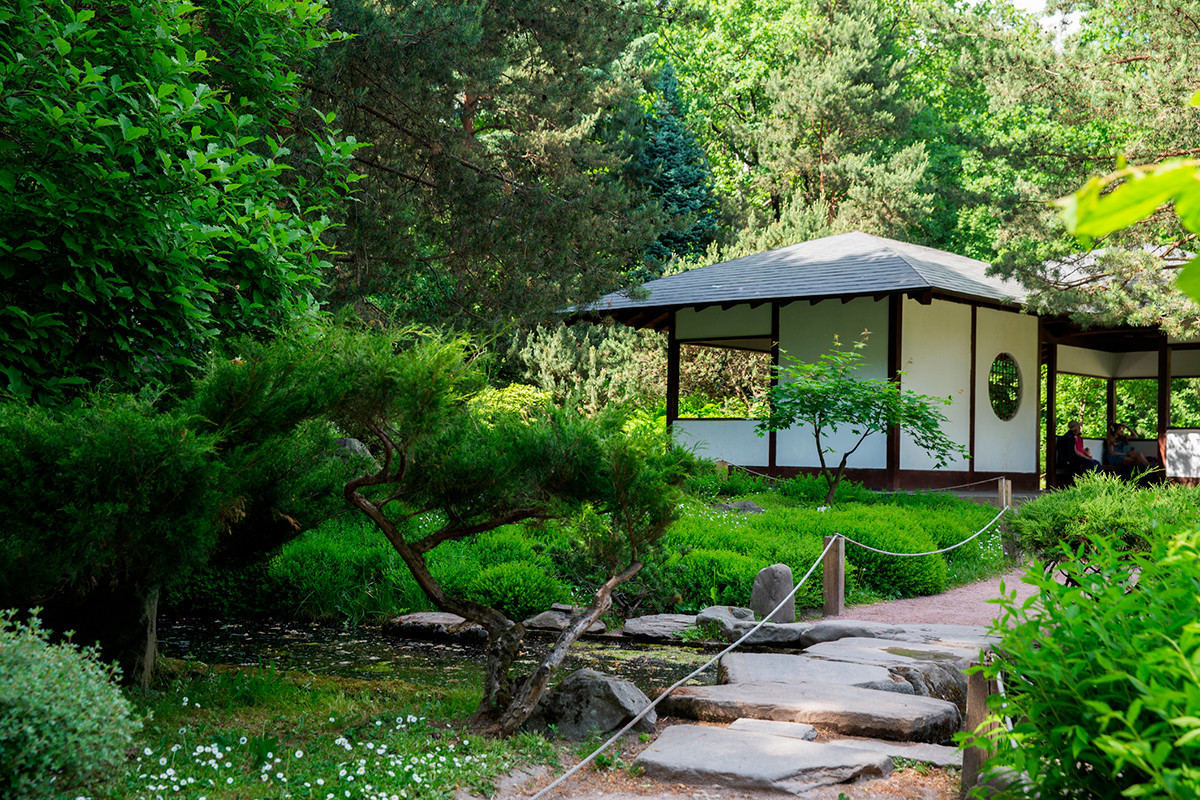 Jardim japonês no Jardim Botânico Principal de Moscou