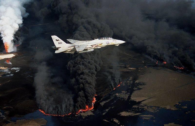 Naftni požari u Kuvajtu nakon povlačenja postrojbi Sadama Husseina. 1991. godine