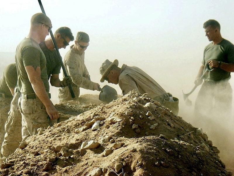 Irak, 28. srpnja 2009. Marinci Radne grupe za spašavanje osoblja Multinacionalnih snaga Zapad na mjestu pada američkog kapetana Michaela
