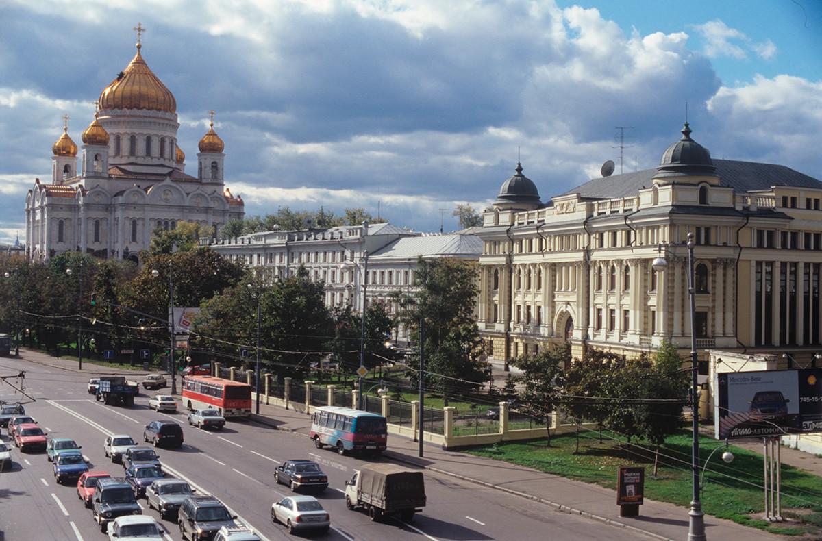 La cathédrale du Christ-Sauveur à Moscou, récemment reconstruite après avoir été démolie par les Soviétiques