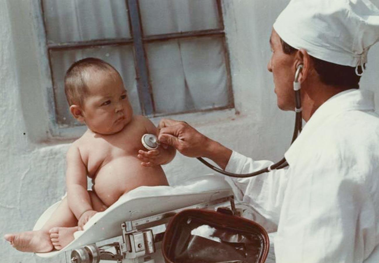 Médecin infantile de village