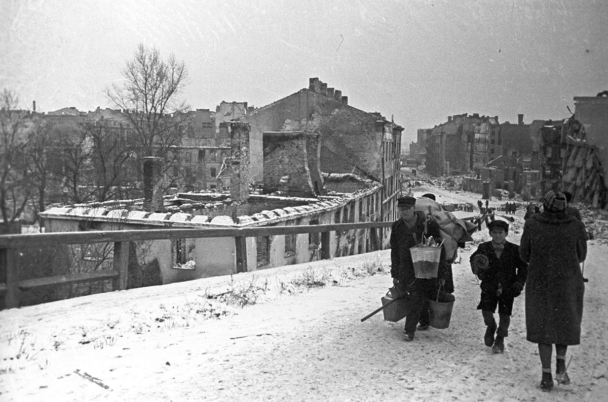 ドイツ軍に破壊されたワルシャワの別の街路
