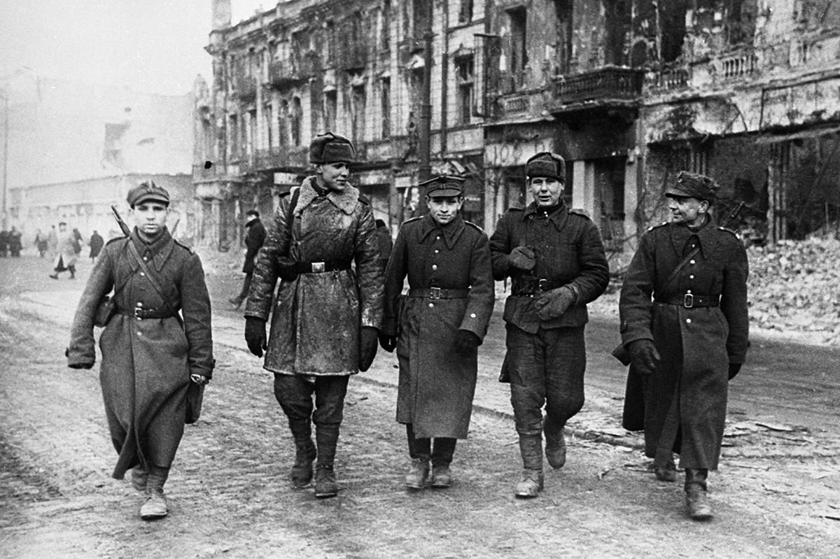 ワルシャワのソビエト軍兵士